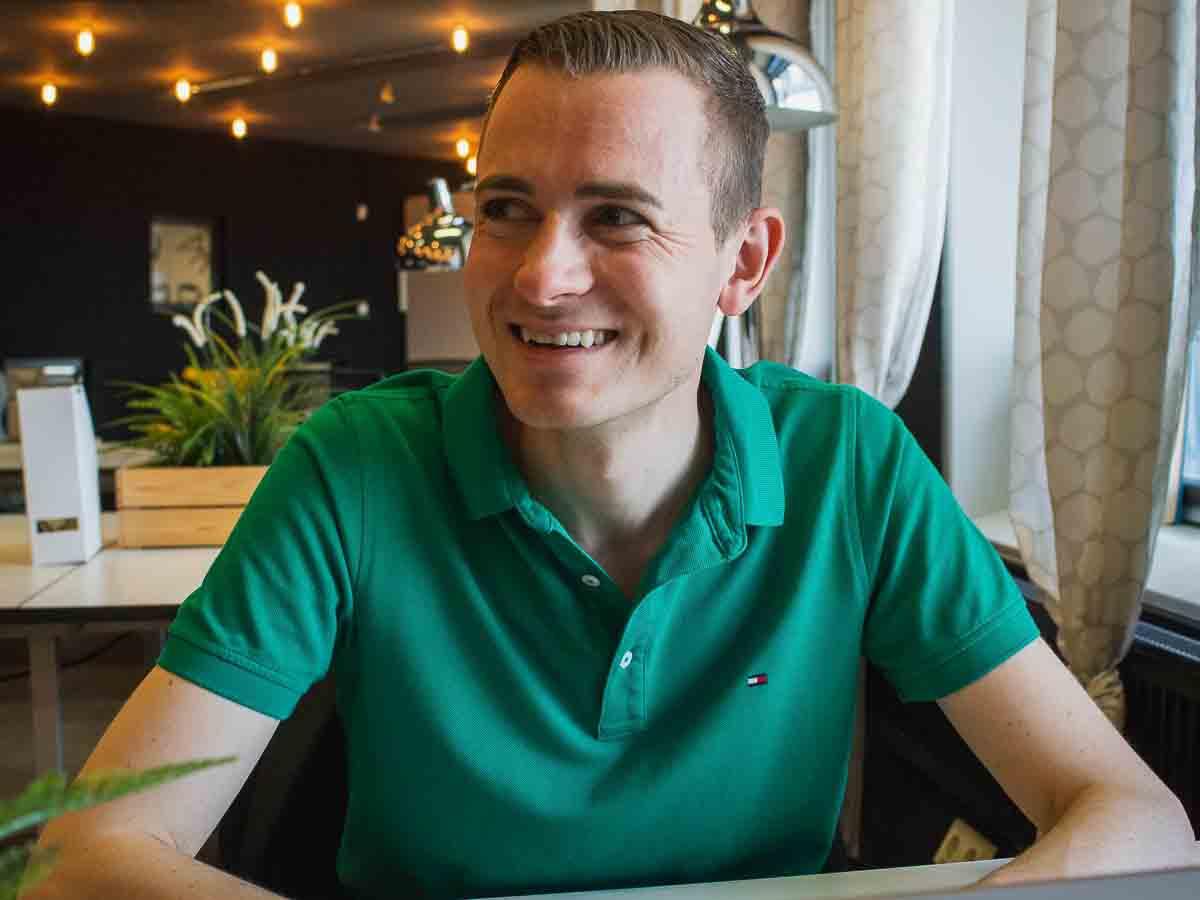 Frederik Schafmeister bei der Arbeit im Coworking Space