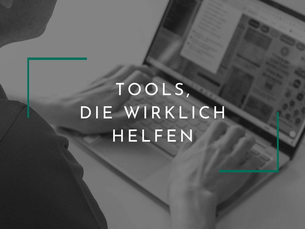 Blick auf Laptop mit Content Marketing Tools